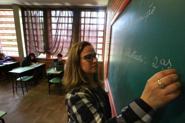 Após sete meses de ano letivo, o primeiro dia de aula de português para 60 alunos da Restinga Tadeu Vilani/Agencia RBS