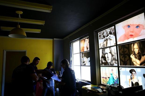 Polícia deflagra operação contra golpe da foto aplicado em idosos Mateus Bruxel/Agencia RBS