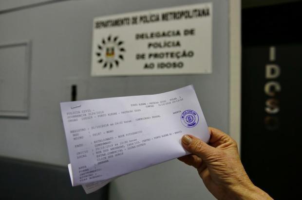 Mais 11 idosas vítimas de golpe do book fotográfico procuram a polícia Robinson Estrásulas/Agencia RBS