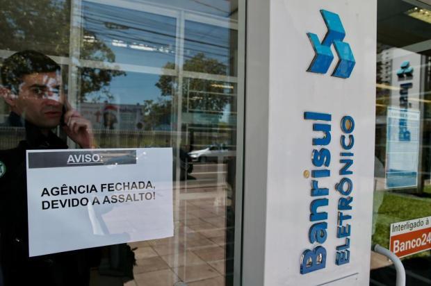 Criminosos tentam roubar malote de cliente de agência na Avenida Praia de Belas, em Porto Alegre Fernando Gomes/Agencia RBS