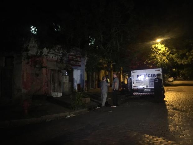 Homem é morto a pauladas dentro de casa no bairro Azenha, em Porto Alegre Marina Pagno / Agência RBS/Agência RBS