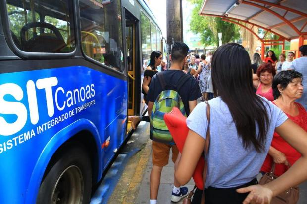 """Ônibus apresentados como """"novos"""" pela prefeitura de Canoas rodam desde 2012 Tadeu Vilani/Agencia RBS"""
