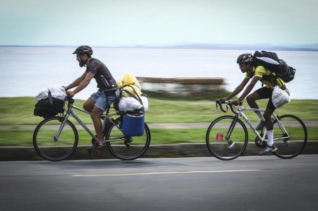 Grupo de voluntários percorre Porto Alegre de bicicleta para recolher e distribuir doações Isadora Neumann/Agencia RBS