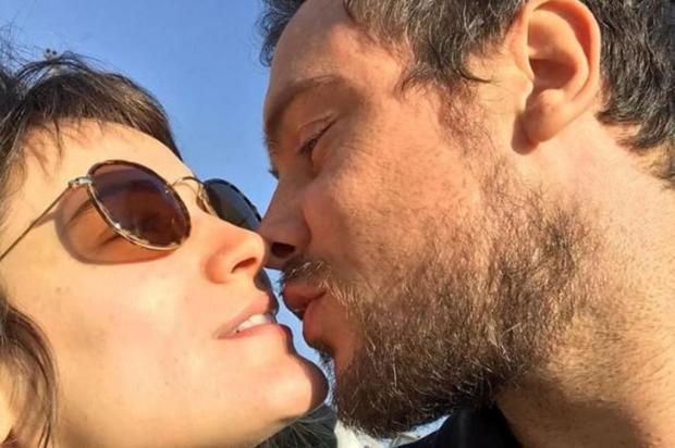 Sergio Guizé e Bianca Bin exibem alianças de compromisso Instagram/Reprodução
