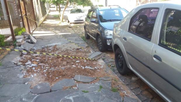 Calçada em obras causa transtornos no bairro Sarandi, em Porto Alegre LeitorDG / Arquivo Pessoal/Arquivo Pessoal