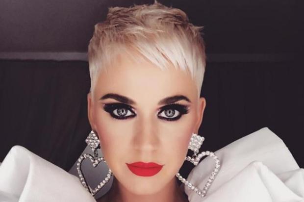 Em leilão beneficente, Katy Perry paga US$ 50 mil para sair com o próprio namorado Reprodução/Instagram