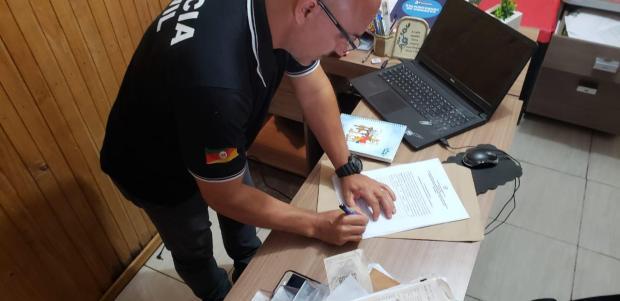 Polícia investiga suspeita de fraude na venda de passagens aéreas para idosos de Porto Alegre Polícia Civil  / divulgação/divulgação