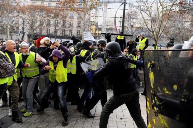 """Diário Gaúcho te ajuda a entender os protestos dos """"coletes amarelos"""", na França ALAIN JOCARD/AFP"""