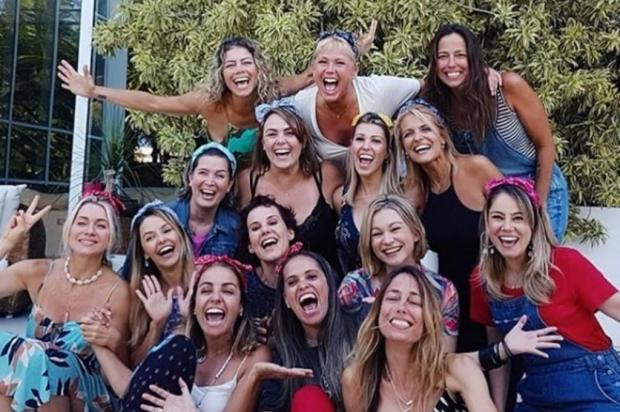 FOTOS: ex-paquitas se reúnem na casa de Xuxa para amigo secreto Reprodução/Instagram