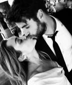 Miley Cyrus confirma casamento e divulga fotos da união com Liam Hemsworth; veja Reprodução/Instagram