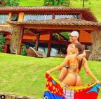 Após briga com Fernanda Lima, Eduardo Costa volta ao Instagram com foto ao lado da namorada Reprodução/Instagram