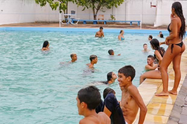 Depois de atrasos, piscinas públicas de Porto Alegre abrem as portas Robinson Estrásulas / Agência RBS/Agência RBS