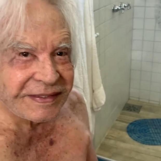 VÍDEO: aos 91 anos, Cid Moreira surpreende seguidores ao aparecer sem camisa Reprodução/Instagram