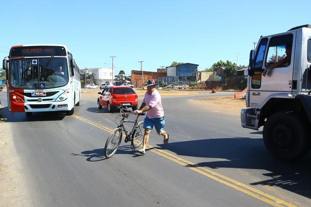 Falta de sinalização na RS-118 causa insegurança para pedestres e motoristas Lauro Alves / Agência RBS/Agência RBS