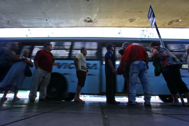 Primeiro dia com redução de horários gera indignação em passageiros da Vicasa Lauro Alves / Agência RBS/Agência RBS