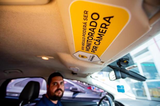 bf9d77a8cba Aplicativo começa a instalar câmeras em veículos de Porto Alegre para  inibir violência Omar Freitas