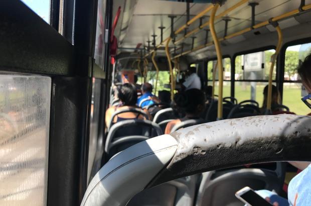 """Calor, barulho e sujeira: a experiência de andar nos """"ônibus vencidos"""" da Carris Alberi Neto / Agência RBS/Agência RBS"""