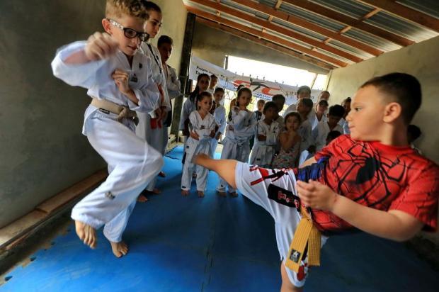 Projeto leva arte marcial a crianças do Rincão da Madalena, em Gravataí Júlio Cordeiro/Agencia RBS