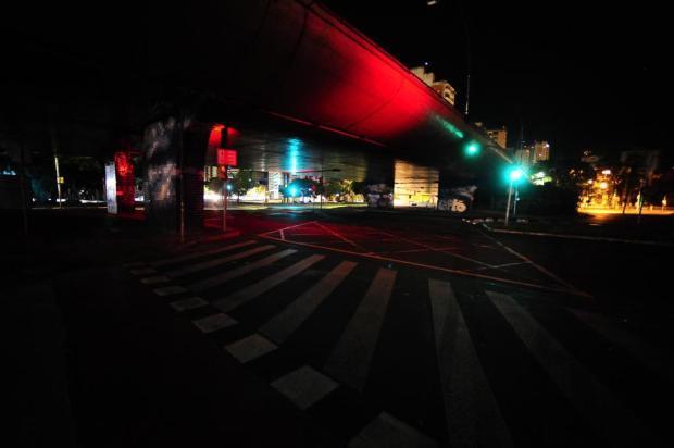 Ruas sem luz causam medo em moradores de Porto Alegre Ronaldo Bernardi/Agencia RBS