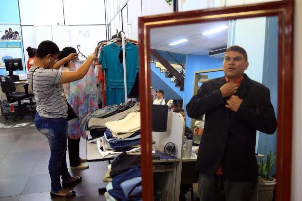 Iniciativa do Sine doa roupas para quem busca um novo emprego Tadeu Vilani/Agencia RBS