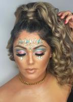 Aprenda uma maquiagem para arrasar no Carnaval e o penteado unicórnio Paula Danielle Rodrigues / Mirage Intercoiffure Academia , Divulgação/Mirage Intercoiffure Academia , Divulgação