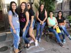 """""""A Dona do Pedaço"""": Juliana Paes deixa moradores de São Gabriel em êxtase William Mansque/Agência RBS"""