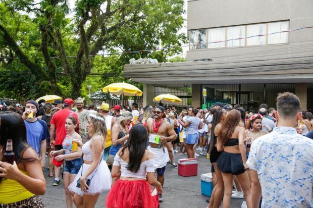 Chuva altera programação do Carnaval de rua de Porto Alegre Omar Freitas/Agencia RBS