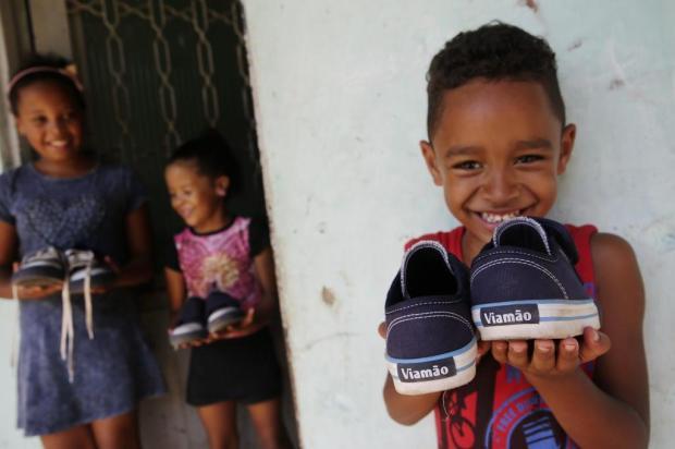 Tênis do kit de uniforme da rede municipal de Viamão caem no gosto da gurizada e bombam nas redes sociais Mateus Bruxel/Agencia RBS