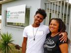 Mãe e filho comemoram a formatura no mesmo curso no Instituto Federal do RS Robinson Estrásulas/Agencia RBS