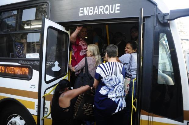 VÍDEO: Passageiros enfrentam superlotação na linha T9, em Porto Alegre Ronaldo Bernardi/Agencia RBS