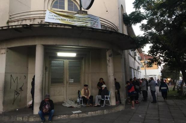 Posto de saúde da Zona Norte amanhece com longa fila e pacientes esperando senha desde a madrugada Vitor Rosa/Agencia RBS