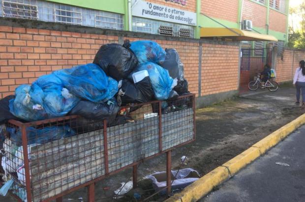 """""""No mais tardar, sexta-feira"""", diz prefeito em exercício de Alvorada sobre novo prazo para normalizar coleta de lixo Vitor Rosa/Agencia RBS"""