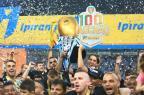 Grupo do Grêmio faz homenagem a Marcelo Oliveira ao levantar a taça do Gauchão Jefferson Botega/Agencia RBS