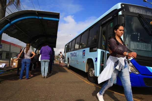 Passageiros reclamam de atrasos e condições dos ônibus em Cachoeirinha Tadeu Vilani / Agência RBS/Agência RBS