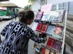 Dia Mundial do Livro: iniciativa distribui obras de graça em paradas da Lomba do Pinheiro Ronaldo Bernardi/Agencia RBS