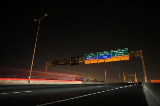 Furto de fios deixa BR-448, em Porto Alegre, às escuras Félix Zucco/Agencia RBS