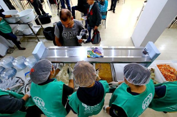 Almoço de graça passa a ser servido no Tesourinha, mas apenas para moradores de rua Lauro Alves/Agencia RBS