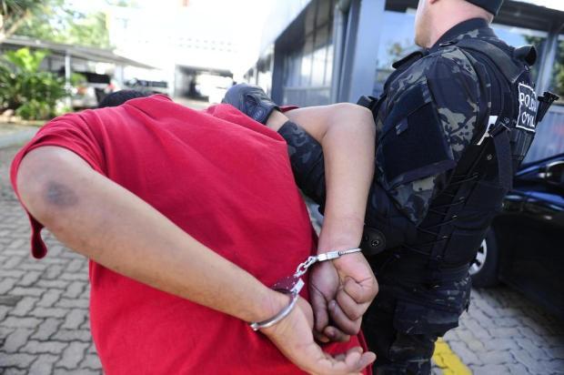 Líder de facção investigado por oito homicídios é preso em sítio em Viamão Ronaldo Bernardi/Agencia RBS