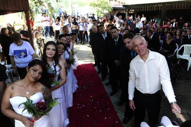 ONG promove casamento coletivo na Lomba do Pinheiro Ronaldo Bernardi/Agencia RBS