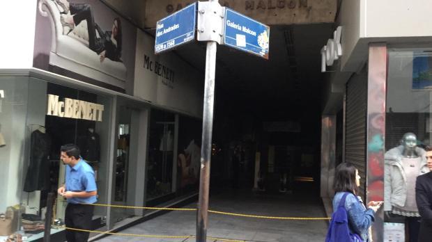 Polícia apura motivação de incêndio criminoso na Galeria Malcon Ronaldo Bernardi / Agencia RBS/Agencia RBS