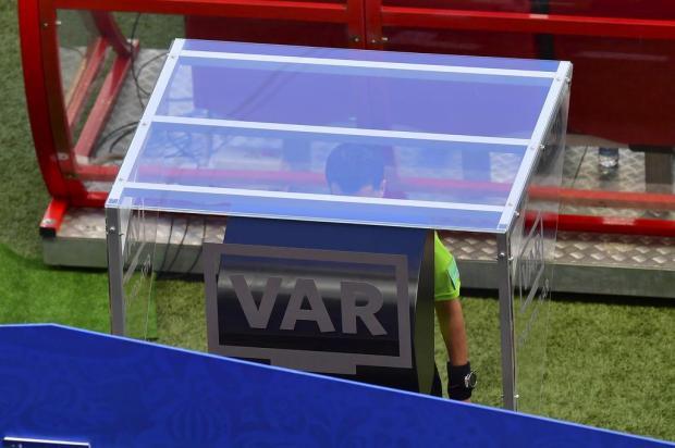 Cacalo: árbitros e VAR decidirão o Campeonato Brasileiro LUIS ACOSTA/AFP