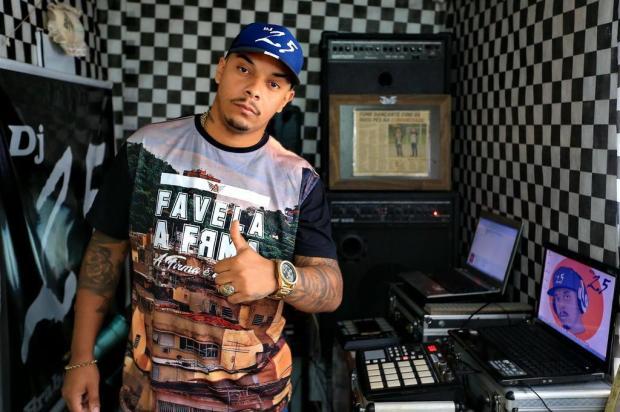 Conheça DJ 25, que sonha em transformar seu show na versão local do Baile do Dennis Júlio Cordeiro/Agencia RBS