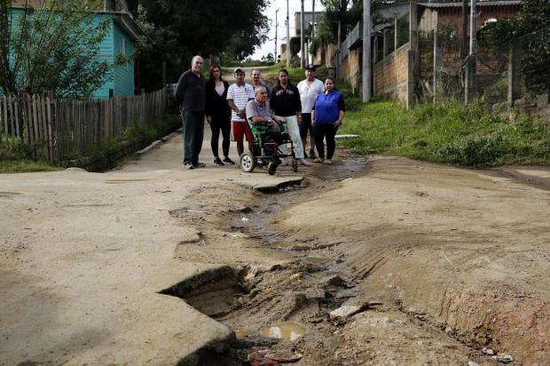 Buracos dificultam locomoção de morador cadeirante, em Porto Alegre Mateus Bruxel/Agencia RBS