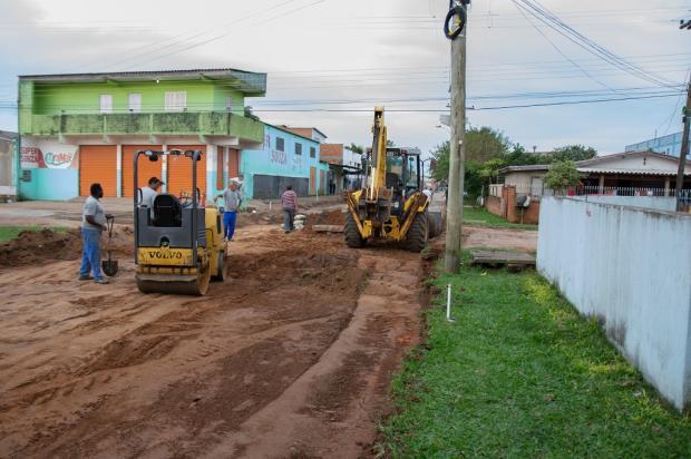 Fim dos buracos, da lama e da poeira: começa obra de asfaltamento de 16 ruas em Alvorada Eduardo Porto / Prefeitura de Alvorada/Prefeitura de Alvorada