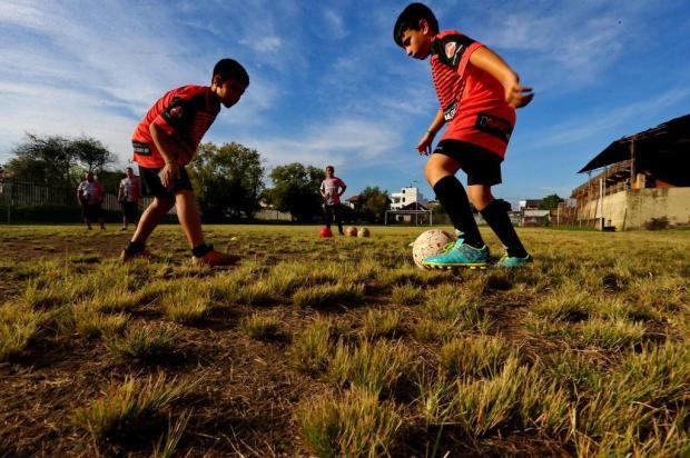 Escolinha Lobos da Zona Sul oferece aulas gratuitas de futebol para meninos e meninas na Capital Júlio Cordeiro/Agencia RBS