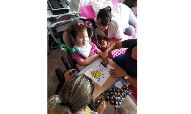 Menina com doença genética está sem aulas devido à falta de atendimento em casa Arquivo Pessoal / Arquivo Pessoal/Arquivo Pessoal