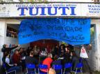 Após promessa de início de obras, pais e alunos decidem sair de escola ocupada há seis dias Tadeu Vilani/Agencia RBS