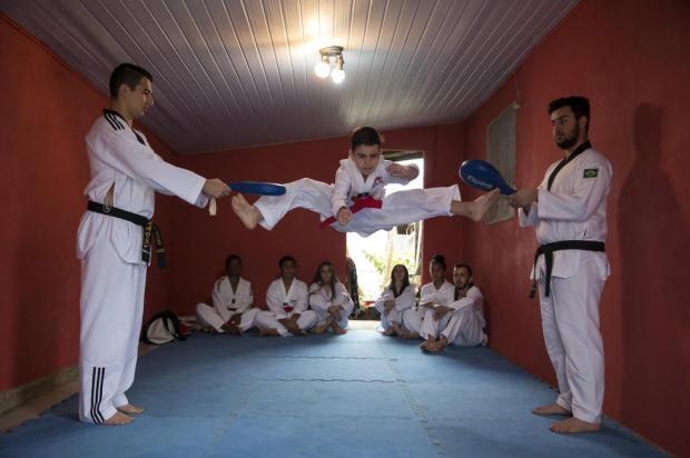 Atletas da periferia de Gravataí buscam ajuda para participar de competição nacional de tae-kwon-do Jefferson Botega/Agencia RBS