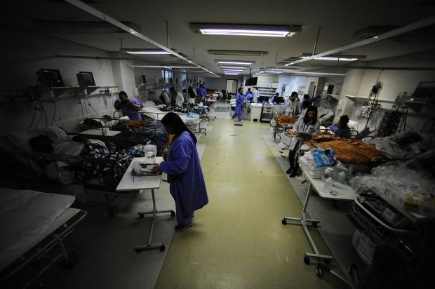 Frio acentua o drama das emergências hospitalares lotadas em Porto Alegre Ronaldo Bernardi / Agência RBS/Agência RBS