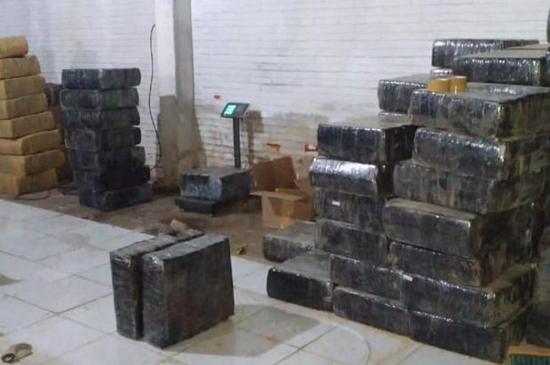 Após Justiça soltar e mandar prender de novo, polícia procura seis homens detidos com 4,6 toneladas de maconha Divulgação/Brigada Militar